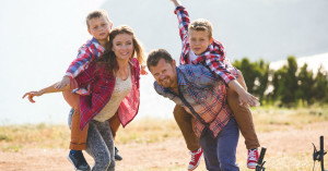 10 Team Building Activities To Do With Your Family